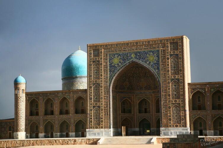 Медресе Тилля-Кари на площади Регистан