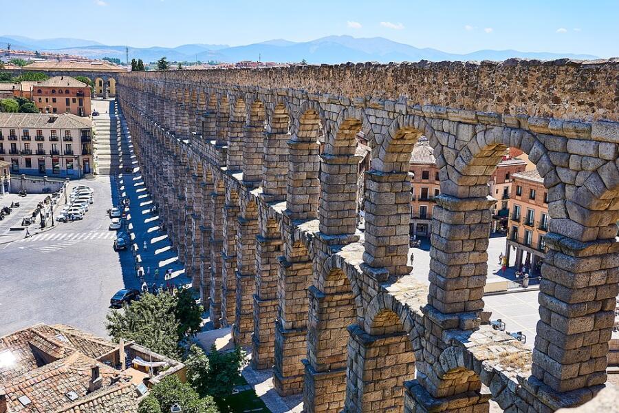 Акведук в Сеговии (I в. н. э.)