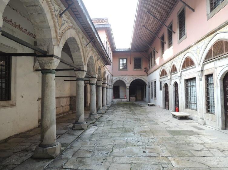 Внутренний дворик наложниц во дворце Топкапы, резиденции Османов