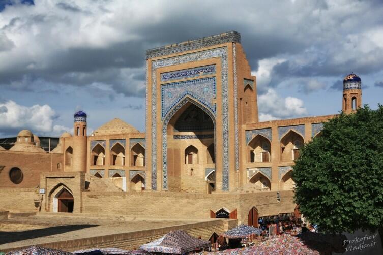 Архитектура здесь обычная, типичная для Узбекистана
