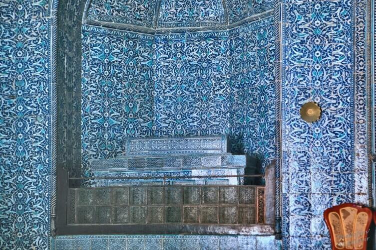 Надгробие Мухаммад Рахим-хана Первого (1775—1825) в мавзолее Пахлаван Махмуда