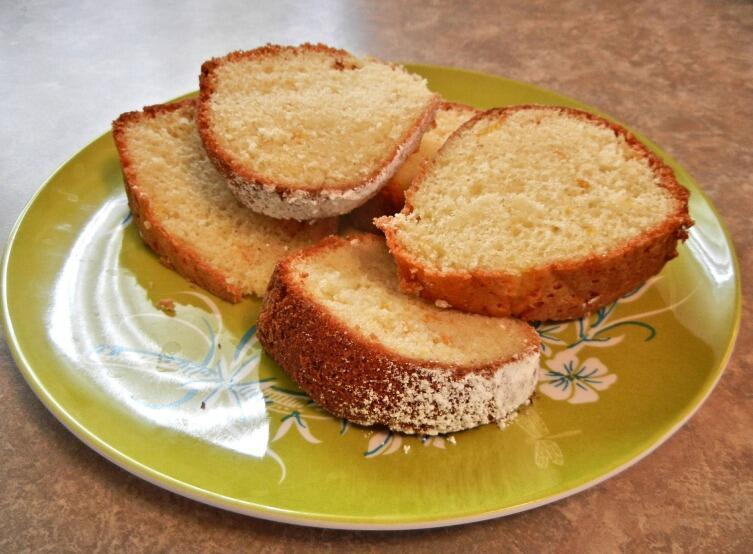 Классический бисквит хорош сам по себе, а может послужить основой для торта