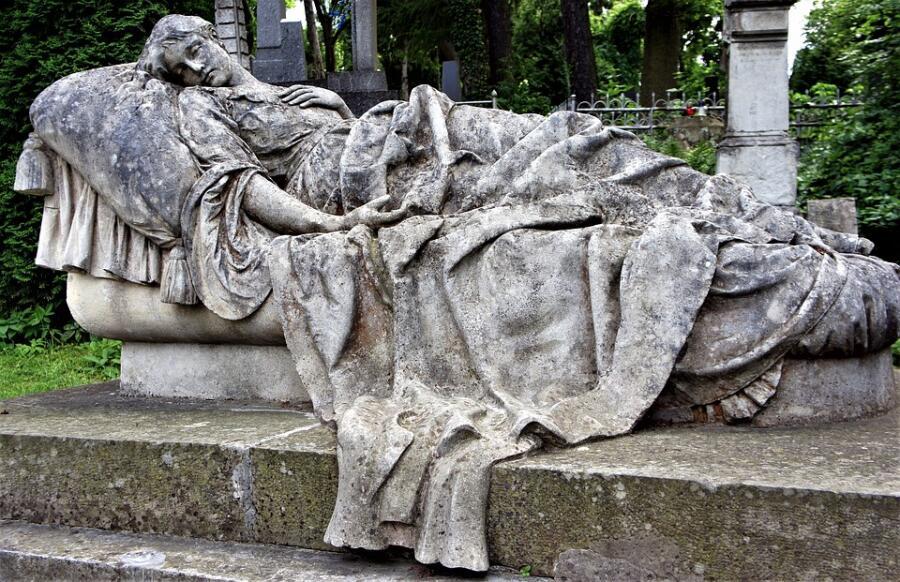 Что может случиться с телом человека после его смерти?