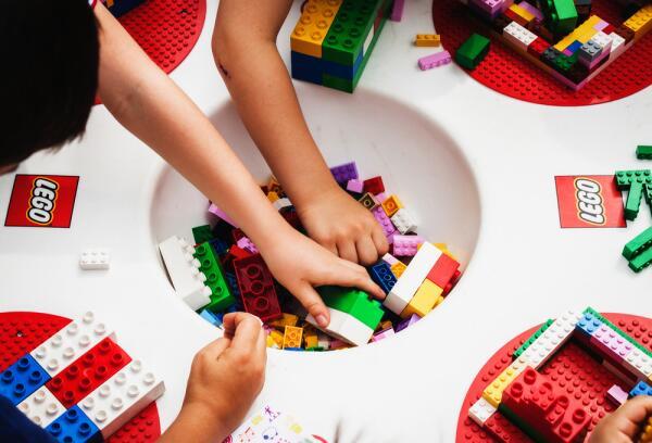 Как появился конструктор LEGO ? История компании