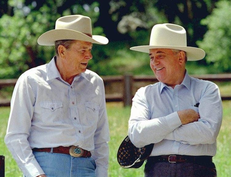 Р. Рейган и М. Горбачёв отдыхают на ранчо Рейганов в Калифорнии, 1992 год