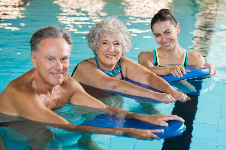 Физкультура в бассейне: что можно делать в воде?
