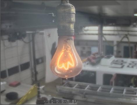 Фото столетней лампы от 26 мая 2018 г.