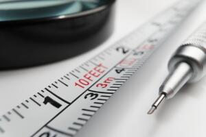 Если вы знаете свой рост и не боитесь лечь на измеряемую поверхность, можете измерить расстояние в «попугаях», т.е. в величинах своего роста, как в знаменитом мультфильме (Кадр из мультфильма «38 попугаев»)