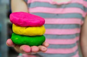 Что такое тесто для лепки и может ли оно конкурировать с пластилином?