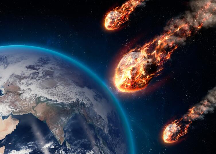 Метеор, входящий в атмосферу Земли