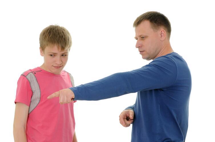 В ответ на насилие со стороны родителей, ребенок начинает испытывать по отношению к ним гнев и страх