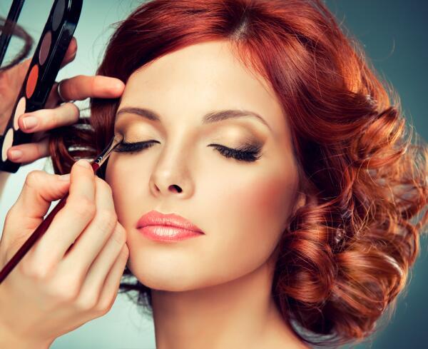 «Дымчатый взгляд»: как грамотно использовать макияж «smoky eyes»?