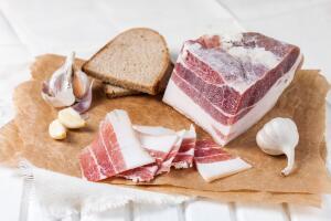 Свиное сало: вред или польза?