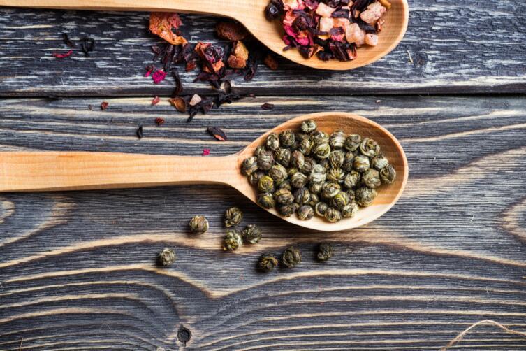 Цвет ферментированного травяного чая будет более насыщенным