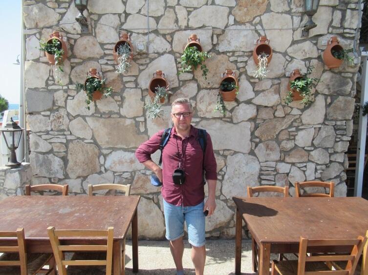 Кафе на набережной в Ларнаке