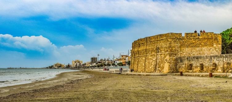 Старая крепость на набережной в Ларнаке, Кипр