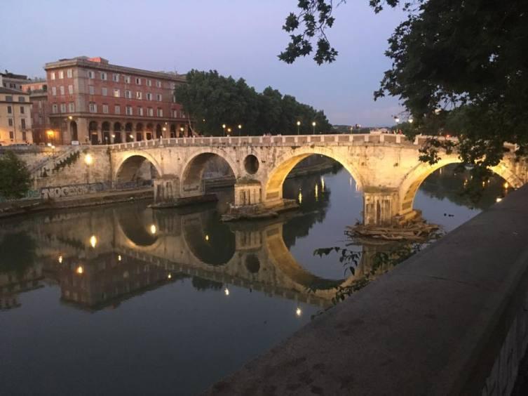 Размышления в Риме: какого цвета бывает река?