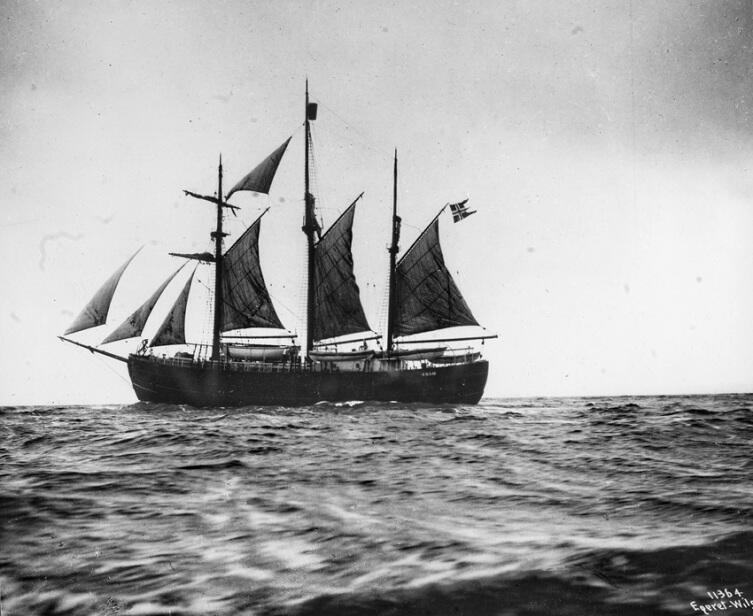 Корабль «Фрам» под парусами