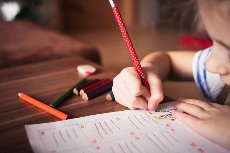 Во сколько лет отдать ребенка в школу? Ошибки сторонников обучения с 7 лет