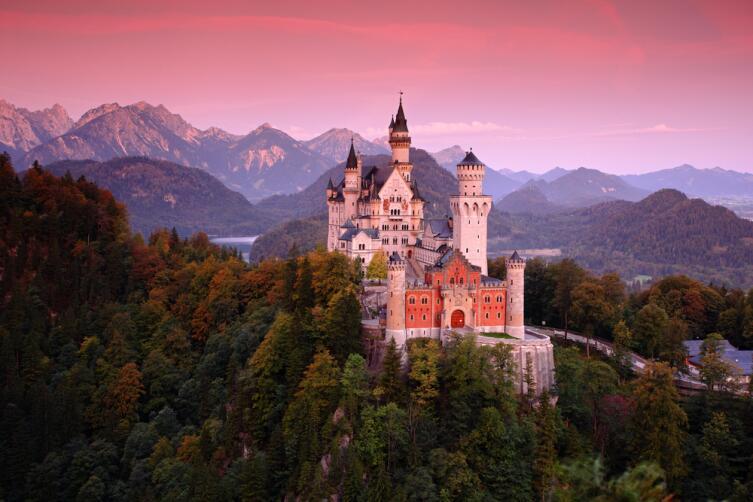 Не катайтесь в замке на перилах - это может быть опасно :-)