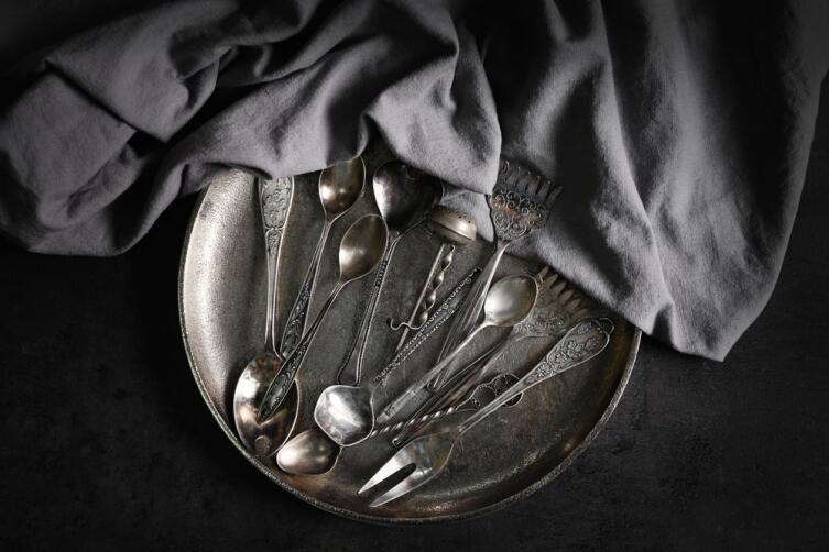 Почему чернеет серебро и как почистить серебряные изделия в домашних условиях?