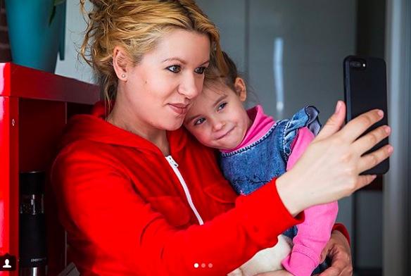 Екатерина Шустрова, ведет блог о жизни и дочери Еве. 97,5 тыс. подписчиков