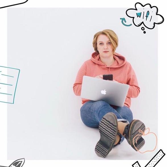 Дарья Манелова, ведет блог о продвижении в Instagram, продает курсы обучения Insta-менеджменту. 132 тыс. подписчиков