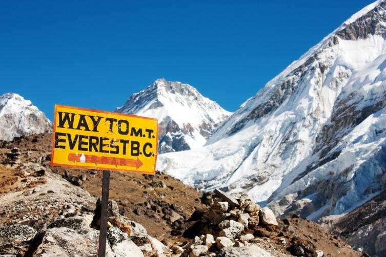 Указатель пути на гору Эверест