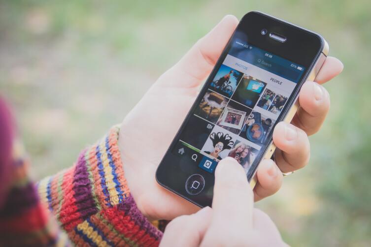 Фотографии из путешествия можно сразу же показать друзьям в социальных сетях