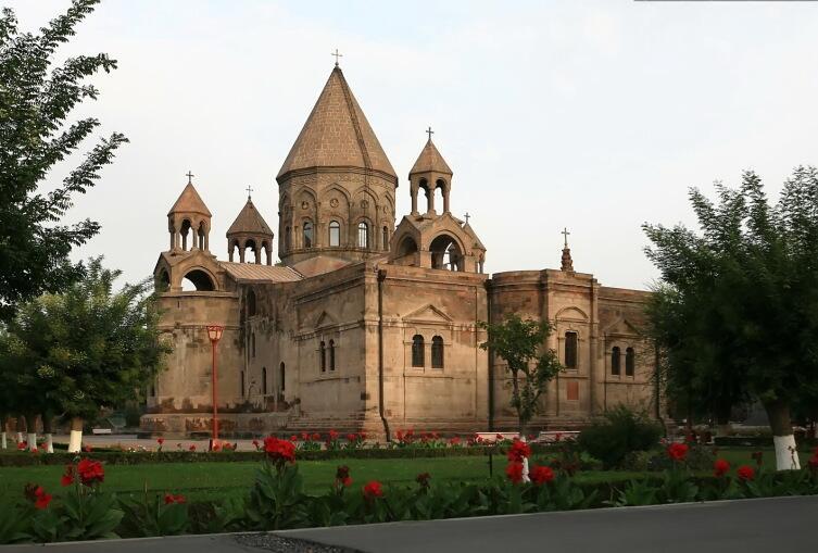 Эчмиадзинский монастырь, резиденция Католикоса Всех Армян