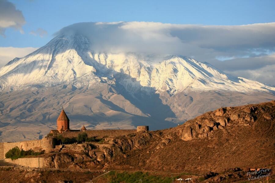 Монастырь Хор Вирап — материальное воплощение легенды о христианизации Армении