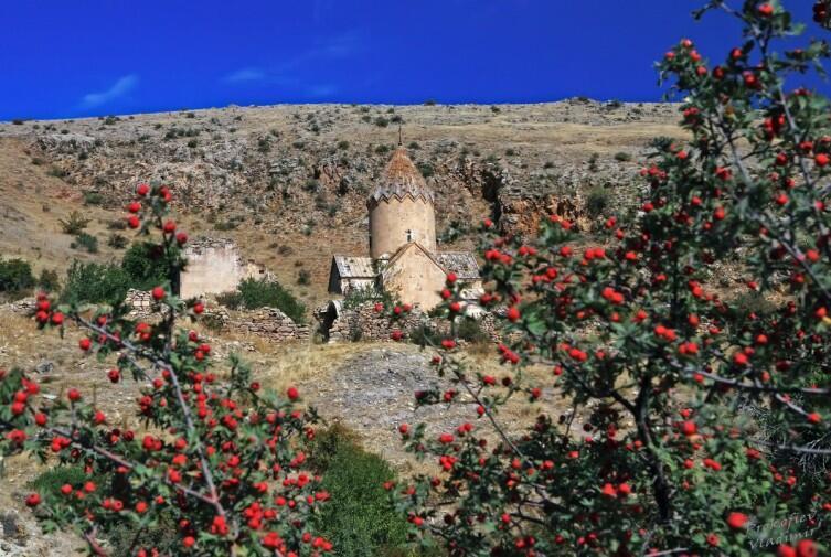 Монастырь Ованес Карапет на горе Урц