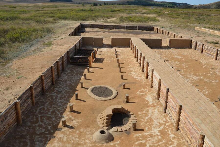 Укреплённое поселение Аркаим. Музеефицированный раскоп на двух жилищах