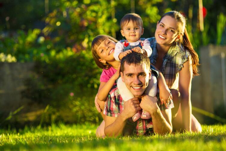 Как у Глеба Жеглова, по нехитрой философии, вор должен сидеть в тюрьме, у нашей женщины каждый мужчина должен сидеть в семье