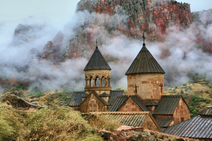 Монастырь Нораванк после дождя