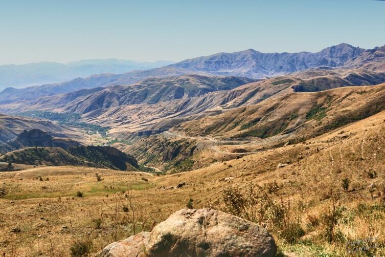 С этого камня и начинается Селимский перевал