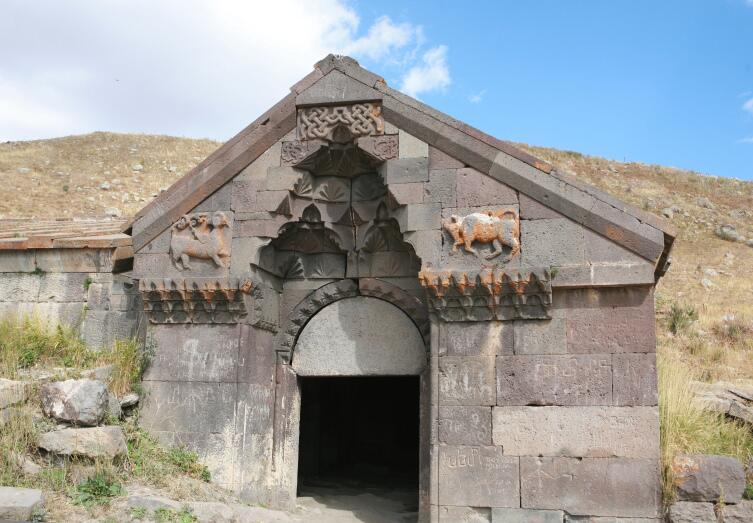 Древний караван-сарай на Селимском перевале