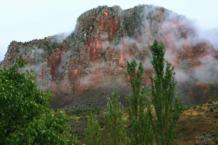 Скалы Нораванка после дождя