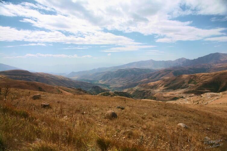 Пейзаж на спуске с Селимского перевала