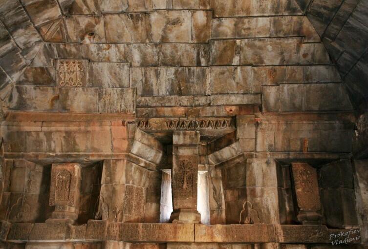 Проедемся по Армении? Нораванк и другие красоты Вайоцдзора