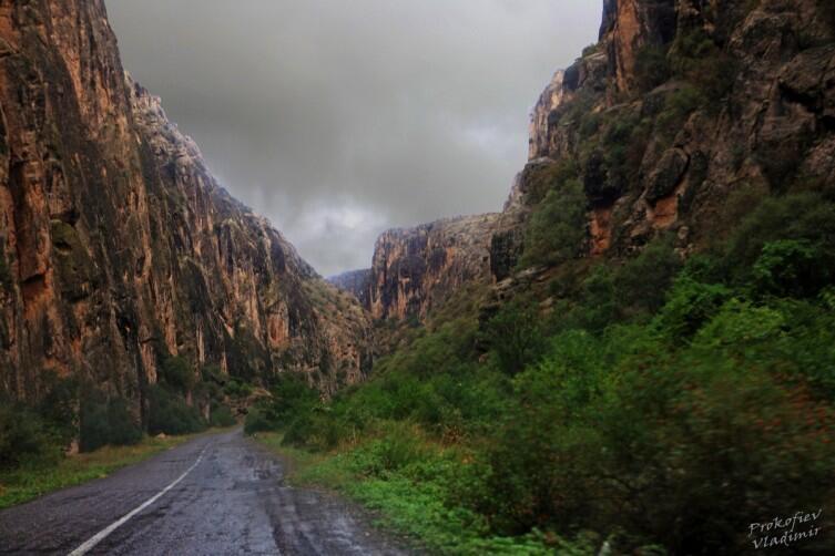 Дорога к монастырю Нораванк