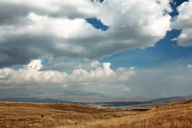 Дорожные пейзажи. Вид в сторону Сюника с Воротанского перевала