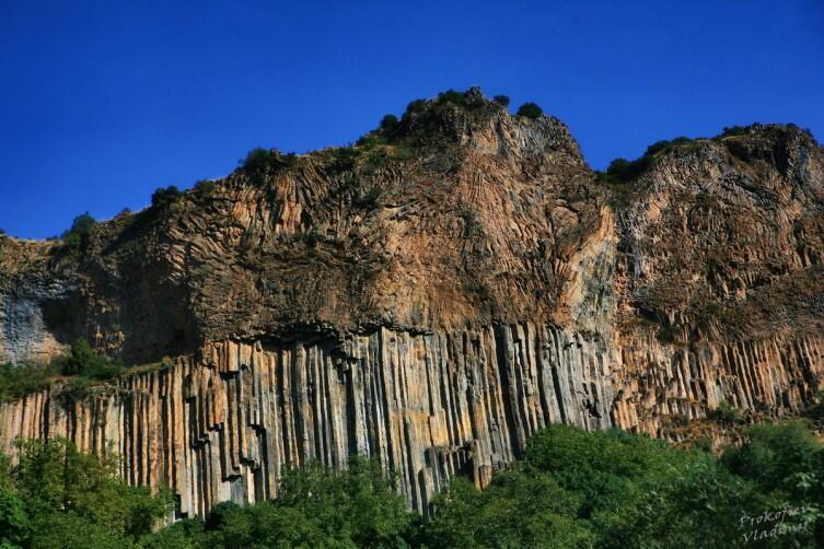 Причудливые скалы в окрестностях Гндеванка