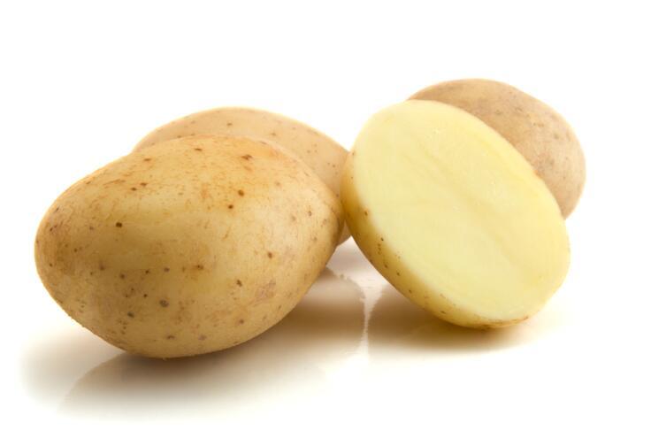 Натрите на терке сырой картофель и нанесите на обожженные участки на 15 минут