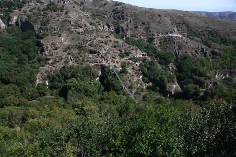 Вид на Хндзореск и подвесной мост