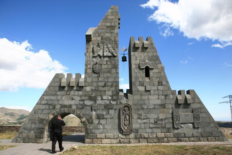 Монумент «Западные ворота Гориса»