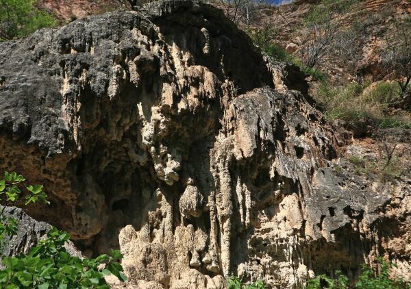 Скалы в окрестностях Татева