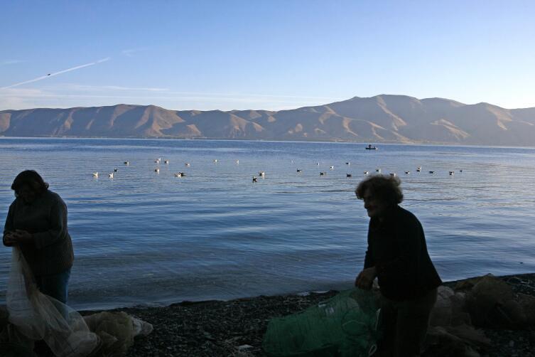 Утро на Севане. Подготовка к утренней рыбалке
