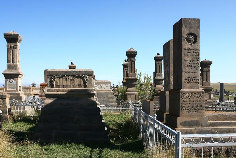 Памятники Наратуса
