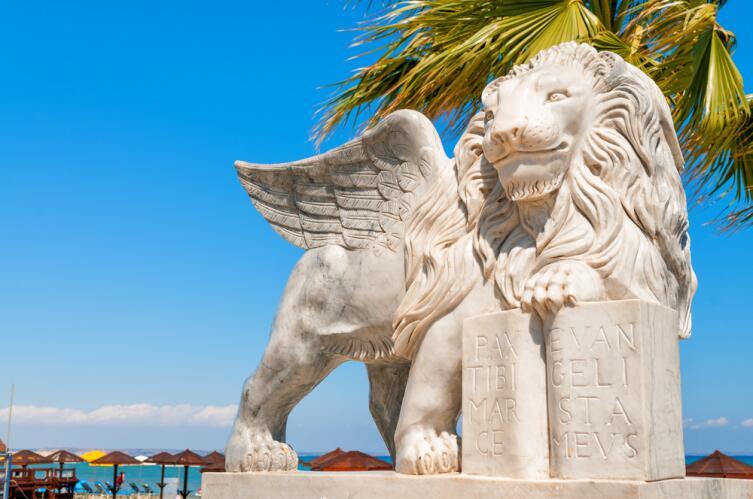 Ларнака, статуя льва